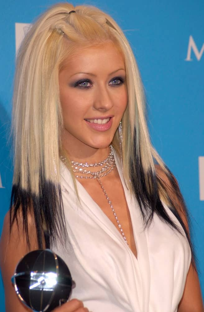 On December 5, 2000, Christina Aguilera dip-dyed her straight, platinum blonde locks with jet black for the Billboard Music Awards at the MGM Grand Las Vegas.