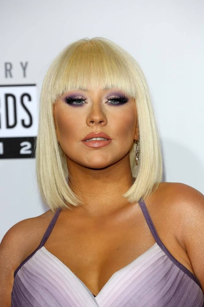 On November 18, 2012, Christina was spotted at the 40th American Music Awards Arrivals with a platinum bob and blunt bangs.