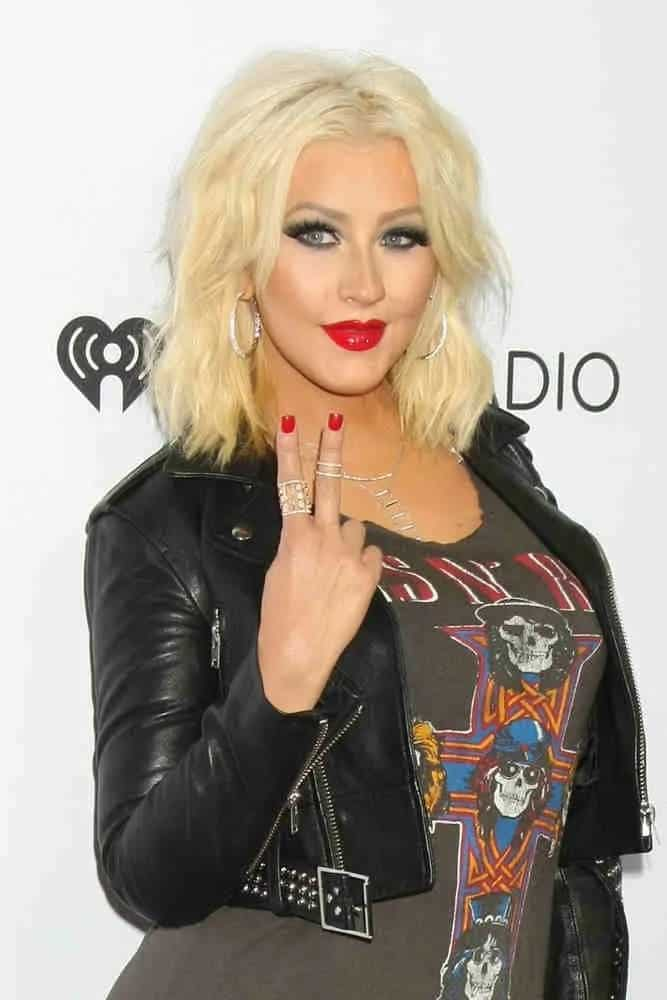 Christina Aguilera rocks atousled bob hairstylefor her go-to looks during the