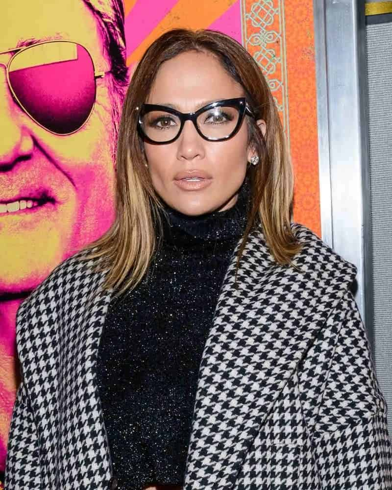 This smarty-looking bob hairstyle creates a definition to JLo's geeky look at the red carpet premiere of