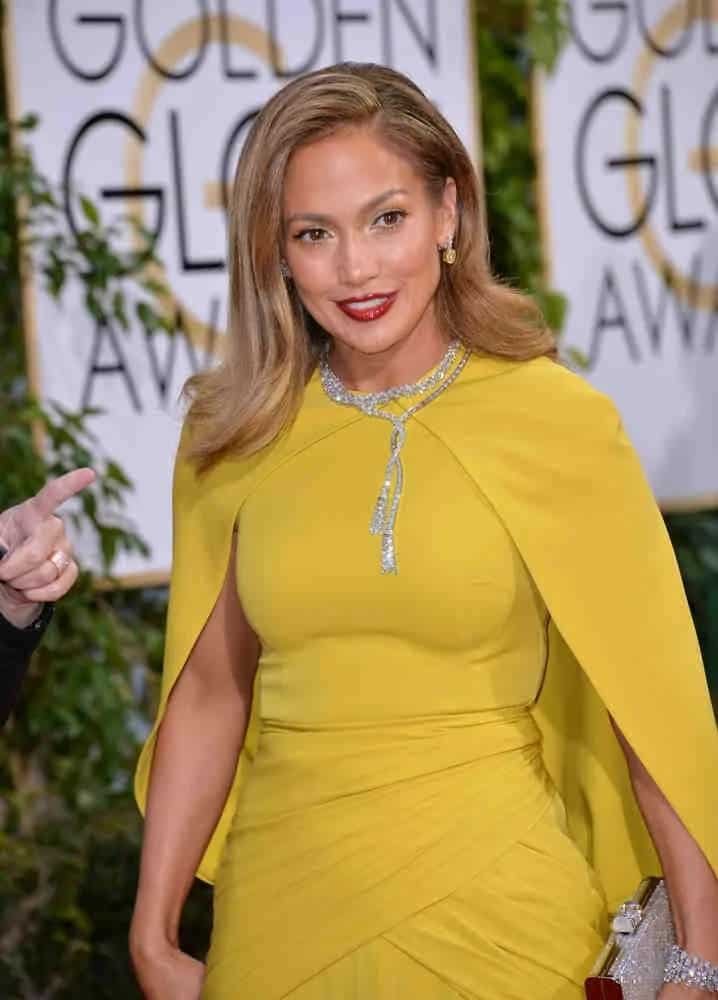 Jennifer Lopez rocks a vintage-inspired hairstyle with a flip at the 73rd Annual Golden Globe Awards on January 10, 2016.