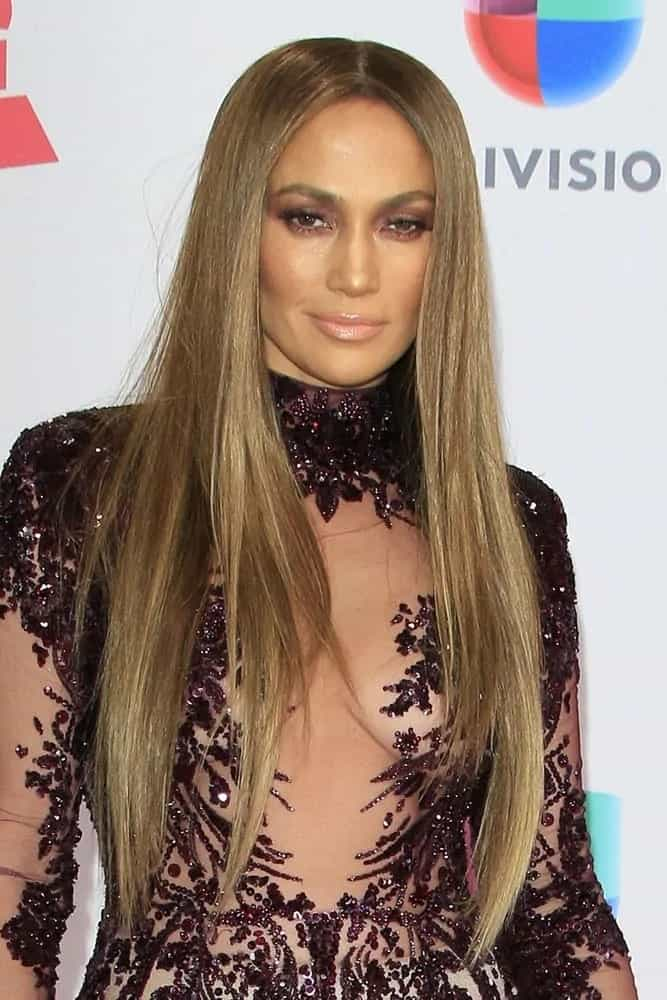 A sleek and straight ultra long hairstyle is always a beauty win and JLo nailed it at the 17th Annual Latin Grammy Awards on November 17, 2016.