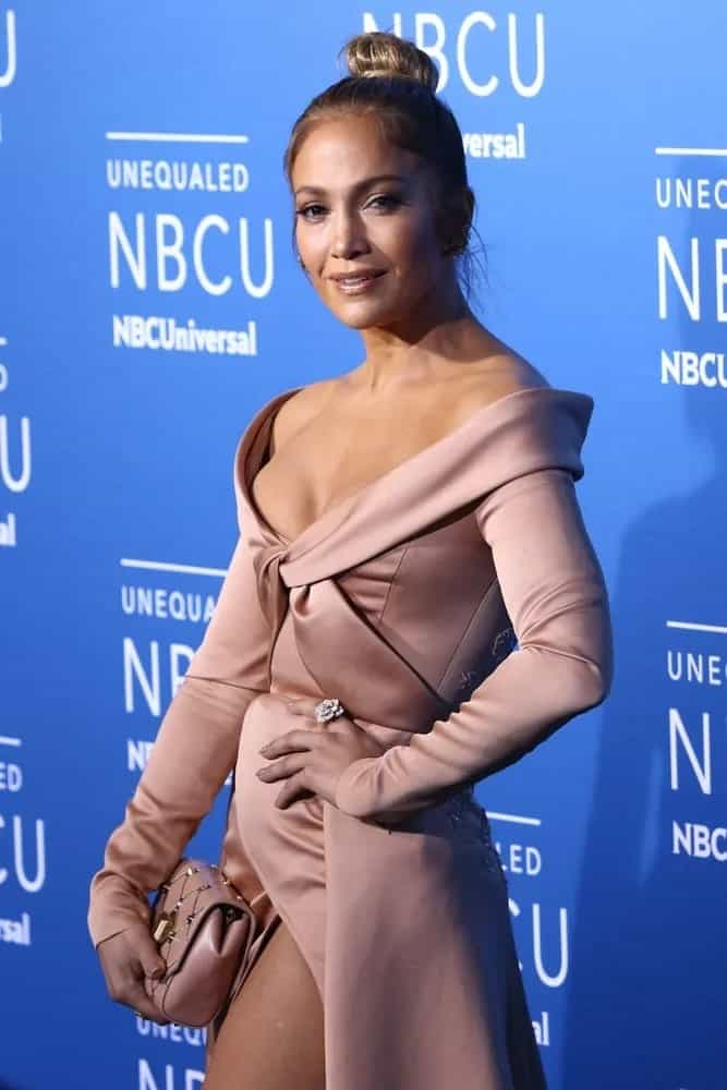 Jennifer Lopez donned the sophisticated top bun at the 2017 NBCUniversal Upfront event on May 15, 2017.