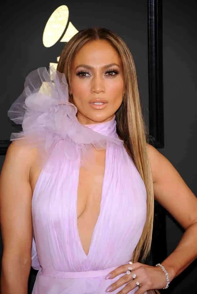 Jennifer Lopez looks drop-dead-gorgeous in a sleek, subtle long hairstyle with loose straight strands at the 59th GRAMMY Awards on February 12, 2017.