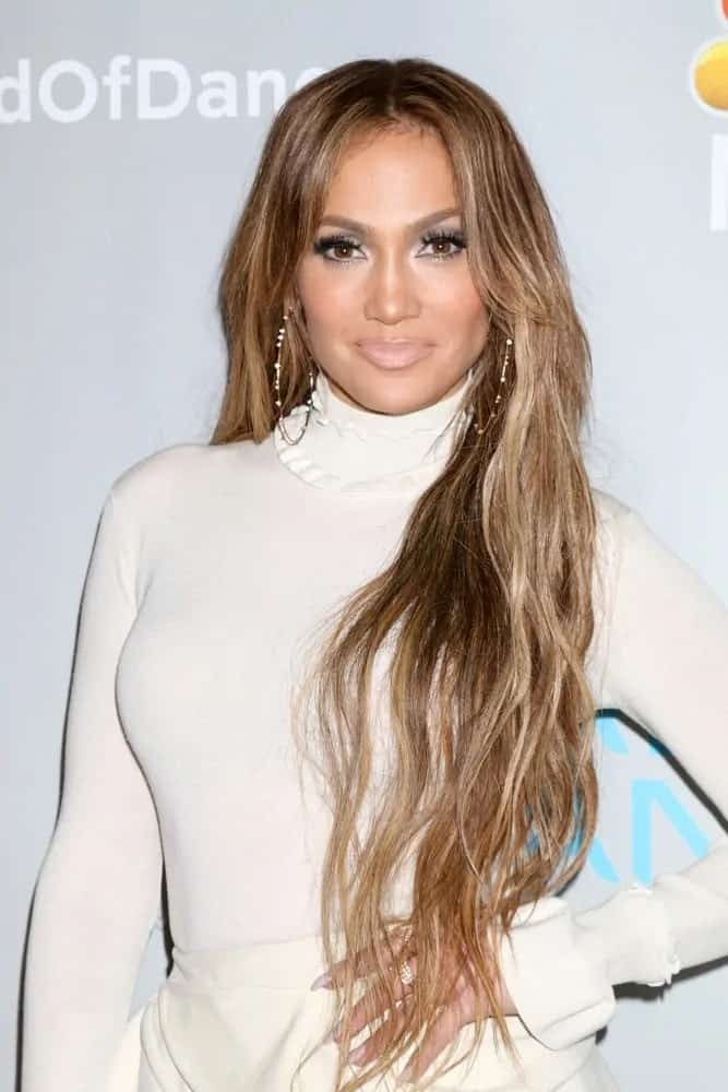 Jennifer Lopez looks extra glamorous and gorgeous wearing her ultra long center-part loose wavy tresses at the