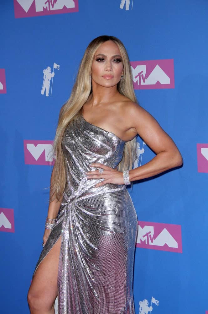 Jennifer Lopez shows off her super long blonde hair that's parted in the middle during the 2018 MTV Video Music Awards on August 20, 2018.