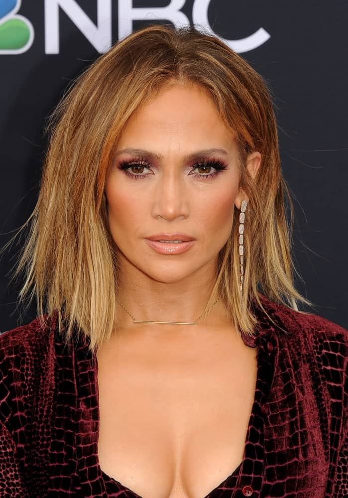 Jennifer Lopez chopped her honey blonde tresses and tousled it for a dramatic look during the 2018 Billboard Music Awards on May 20, 2018.