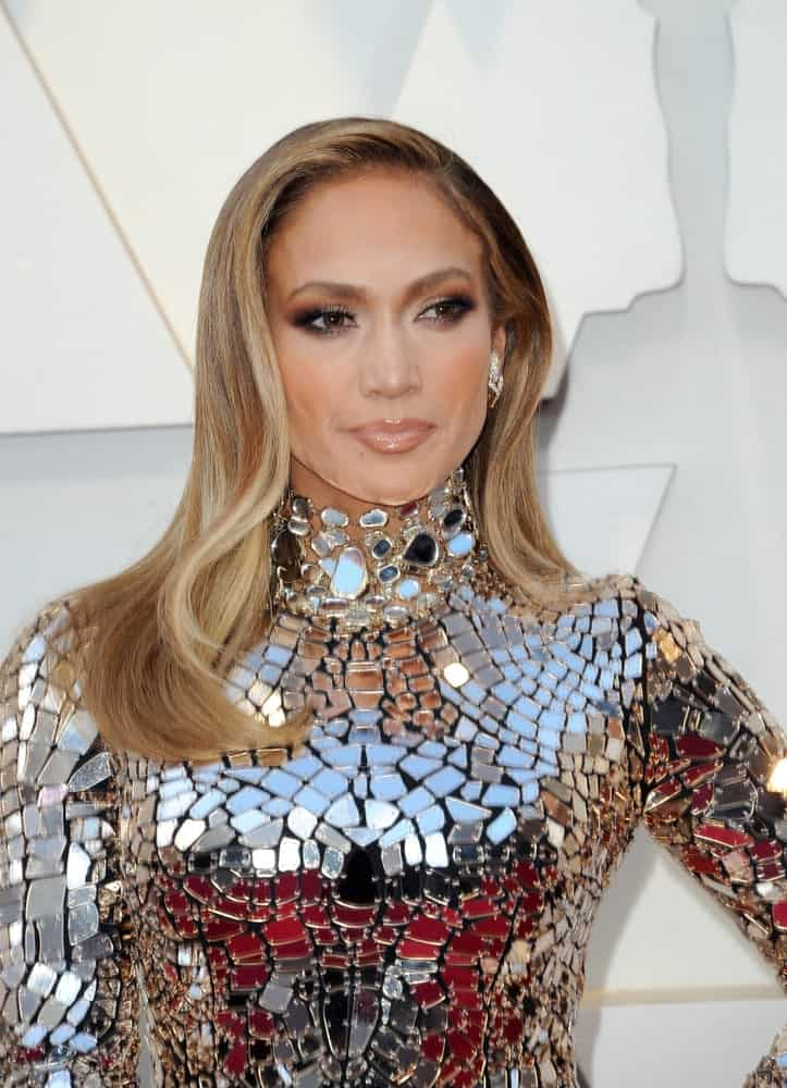 Jennifer Lopez sported a neat side parted hairstyle during the 91st Annual Academy Awards on February 24, 2019.