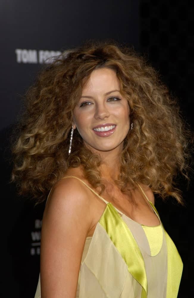 Kate Beckinsale rocked a coily hairstyle during the Rodeo Drive Walk of Style Gala honoring Gucci's Tom Ford on March 28, 2004.