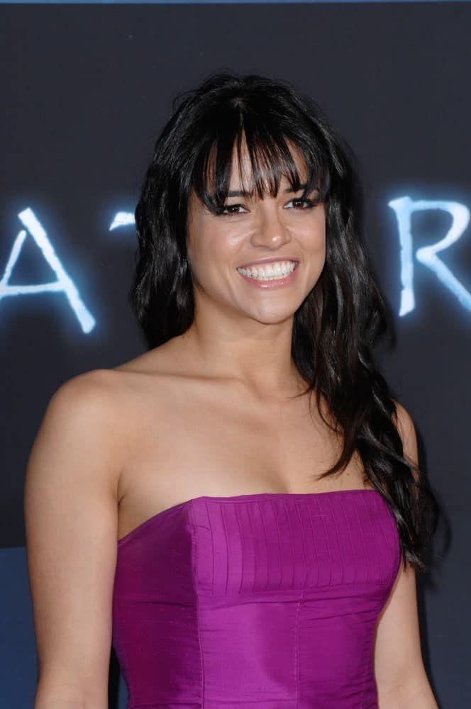 "Michelle Rodriguez complements her long, jet black waves with full bangs during the Los Angeles premiere of her new movie ""Avatar"" on December 16, 2009."