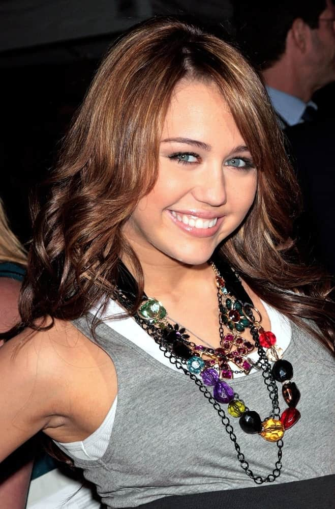 Miley Cyrus attended the BOLT World Premiere held at the El Capitan Theatre in Los Angeles on November 17, 2008. She was wearing simple casual clothes to go with her layered dark brown hair with highlights.