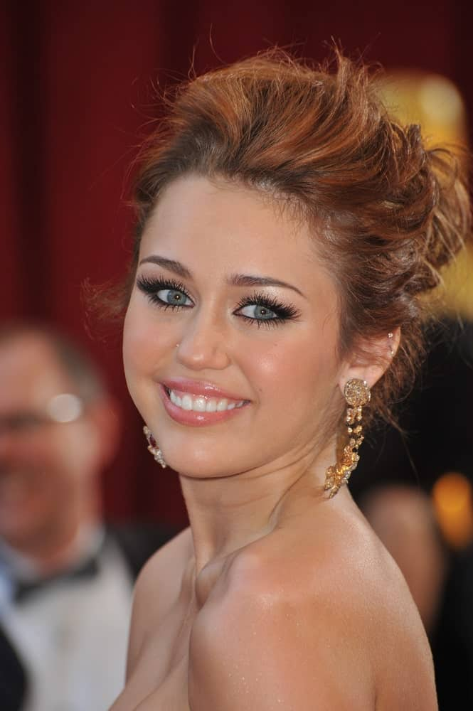 Miley Cyrus' lovely eyes and bright smile are on full display with her messy upstyle bun hairstyle at the 82nd Annual Academy Awards at the Kodak Theatre in Hollywood on March 7, 2010.