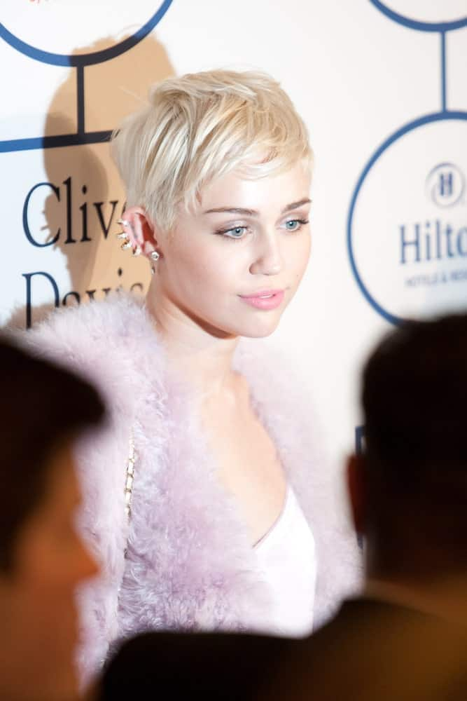 Miley Cyrus looked quite lovely with her short platinum blond hairstyle that is tousled to perfection to a lovely side-part look at the Clive Davis and The Recording Academy annual Pre-GRAMMY Gala on January 25th 2014 at the Beverly Hilton in Beverly Hills, California.