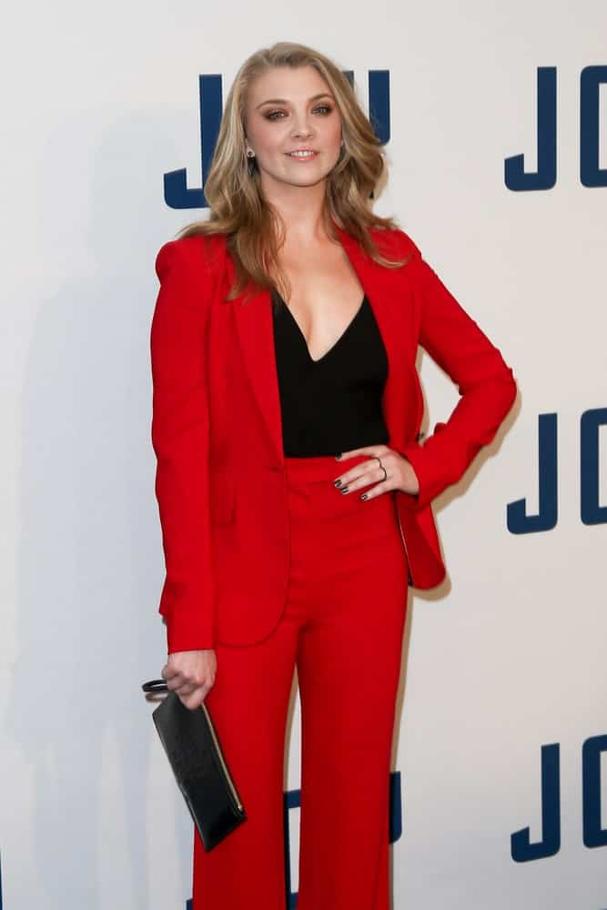 Natalie Dormer exhibited a smart look showcasing her red pants and suit that perfectly goes with her side-parted loose waves during the
