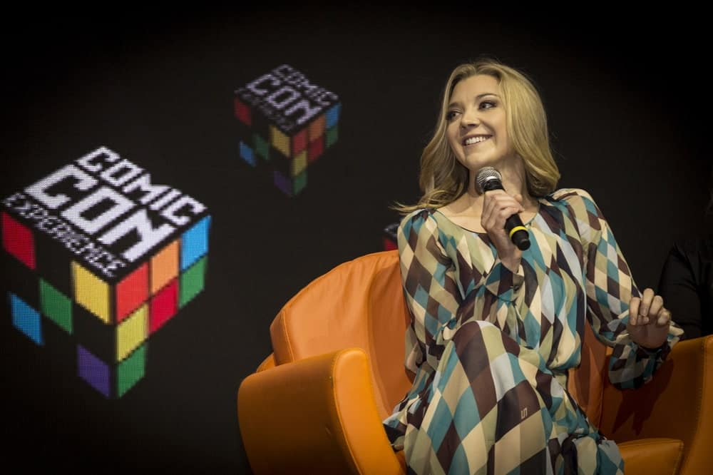 Natalie Dormer in a panel at Comic Con Experience last December 1, 2016. She was wearing a geometric dress that complements her simple loose hairstyle with subtle waves.