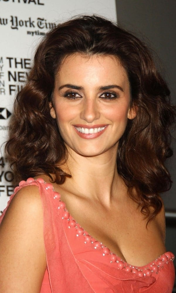 Penelope Cruz with her voluminous, shoulder-length curls at the 44th New York Film Festival during the screening of Volver on October 7, 2006.