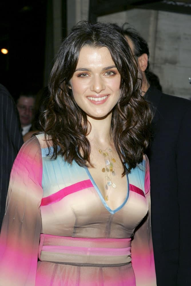 Rachel Weisz was spotted at Good Night, and Good Luck New York Film Festival Premiere last September 23, 2005, in a multicolored dress along with her thick, beach waves.