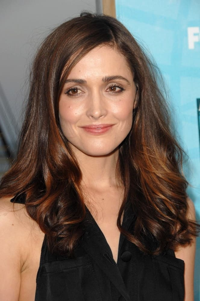 Rose Byrne was at the FOX All-Star Party at the Pier, Santa Monica Pier in Santa Monica, CA on July 14, 2008. She wore a charming black dress with her loose and tousled long brunetter hairstyle that has highlights and waves at the tips.