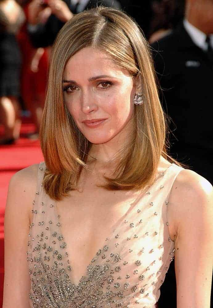 Rose Byrne wore a nude Valentino gown at the 61st Primetime Emmy Awards at the Nokia Theatre, Los Angeles, CA on September 20, 2009. She paired this with a layered shoulder-length brunette bob hairstyle with long side bangs.