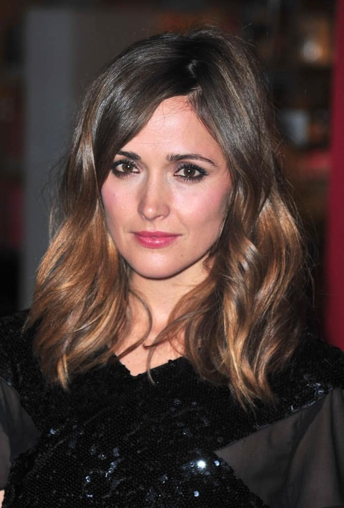 Rose Byrne was at The Museum of Modern Art Film Benefit A Tribute to TIM BURTON, MoMA Museum of Modern Art, New York, NY on November 17, 2009. She was lovely in her black shimmery dress that she paired with her shoulder length brunette hairstyle that is loose and tousled with highlights.