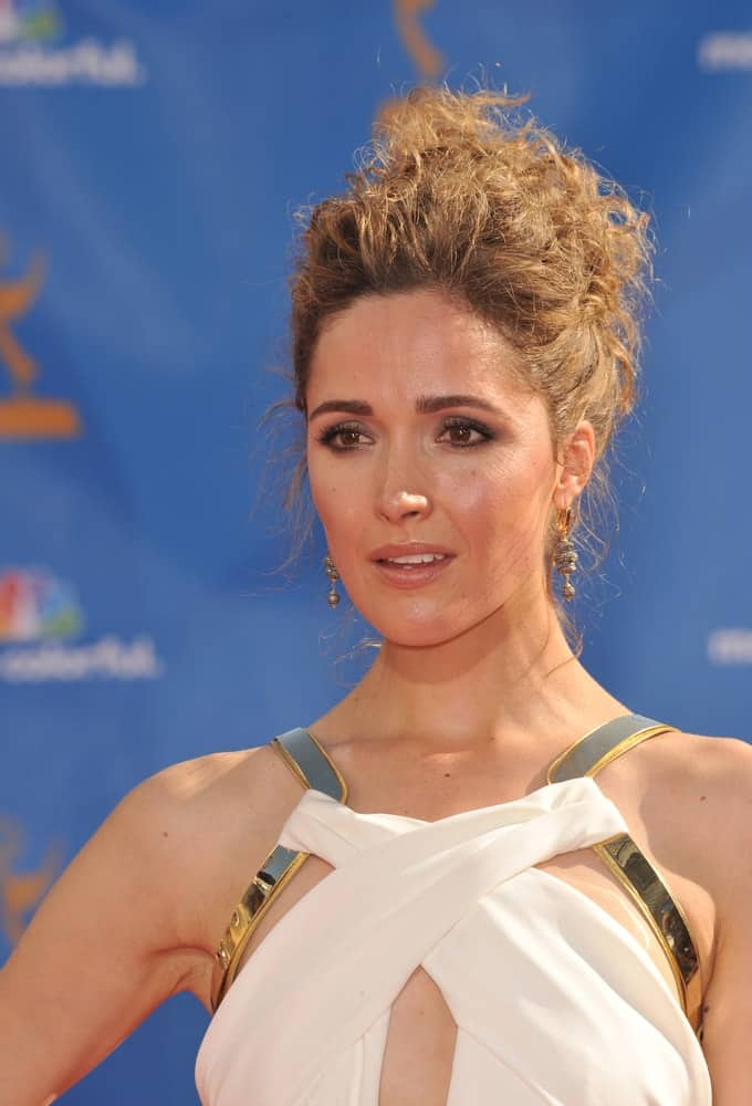On August 29, 2010, Rose Byrne was at the 2010 Primetime Emmy Awards at the Nokia Theatre L.A. Live in downtown Los Angeles. She was lovely in her white dress and tousled upstyle brunette hairstyle with a beehive finish.