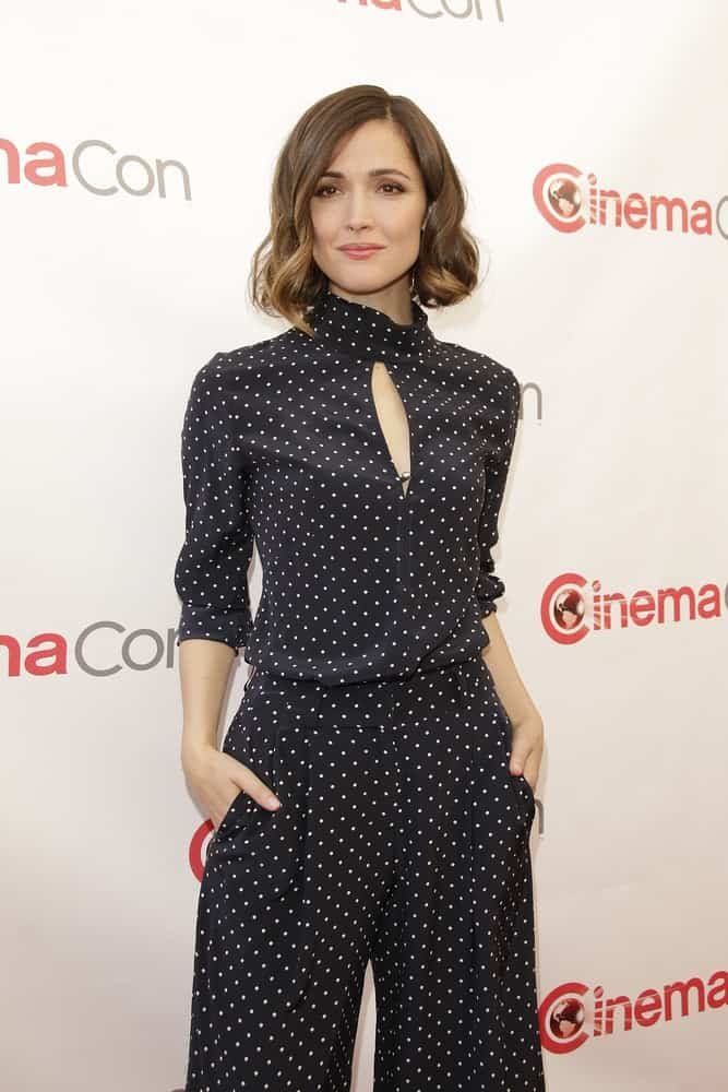 Rose Byrne was at the Twentieth Century Fox 2015 Presentation at Cinemacon at Caesars Palace on April 23, 2015 in Las Vegas, NV. She wore a stunning polka dotted outfit with her tousled and wavy shoulder-length bob hairstyle.