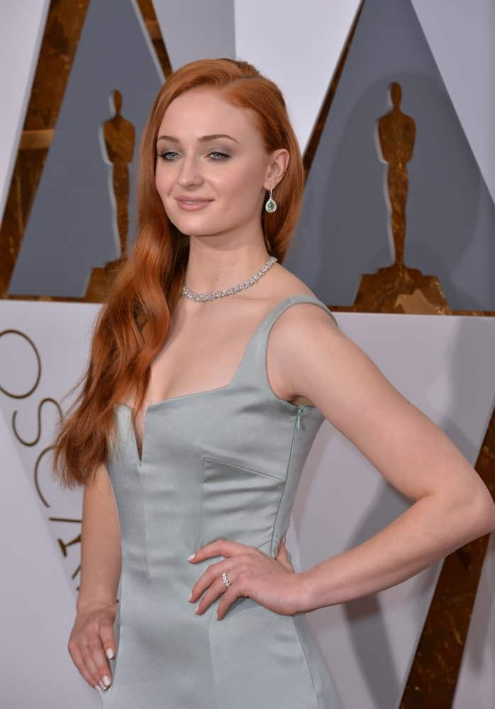 The actress completed her ravishing look with side-parted auburn waves worn at the 88th Academy Awards at the Dolby Theatre, Hollywood on February 28, 2016.