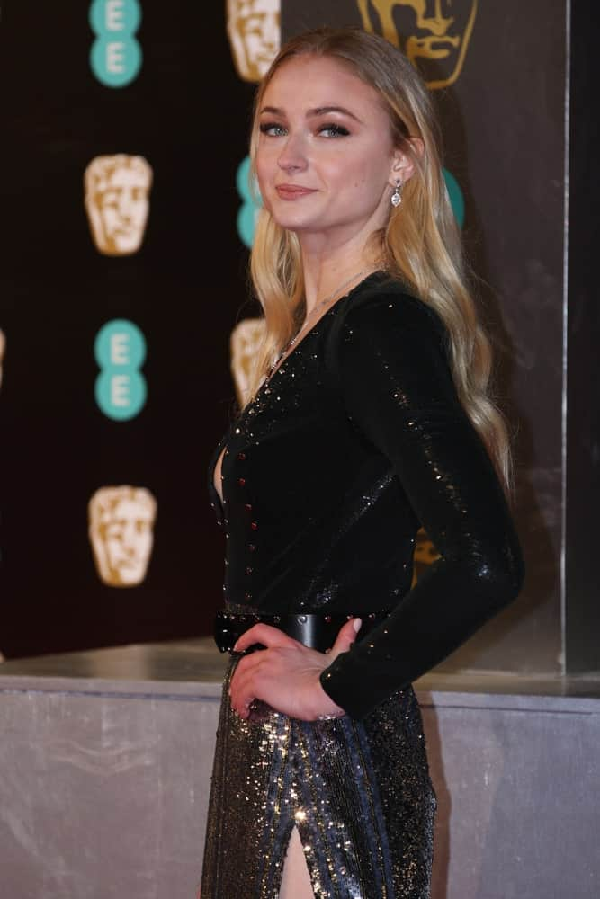 The actress looked gorgeous in a black sequined dress along with her long loose waves at The EE British Academy Film Awards (BAFTA) at the Royal Albert Hall on Feb 12, 2017