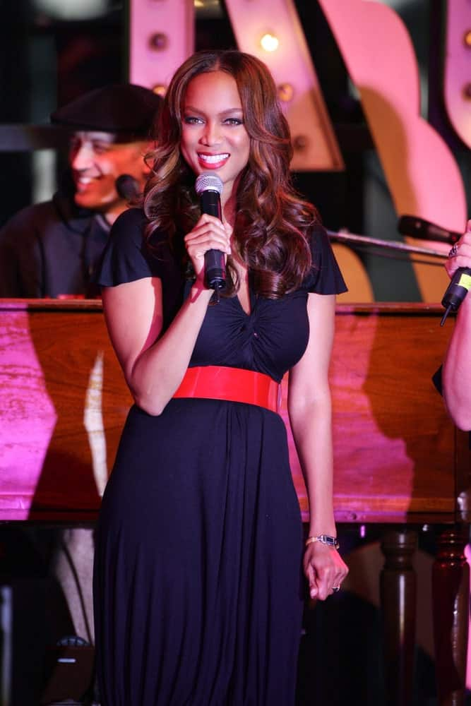 Tyra Banks attended the Jewel live performance on August 30, 2006 at The Grove in Los Angeles, CA. She was lovely in her black dress and center-parted wavy layers with highlights.