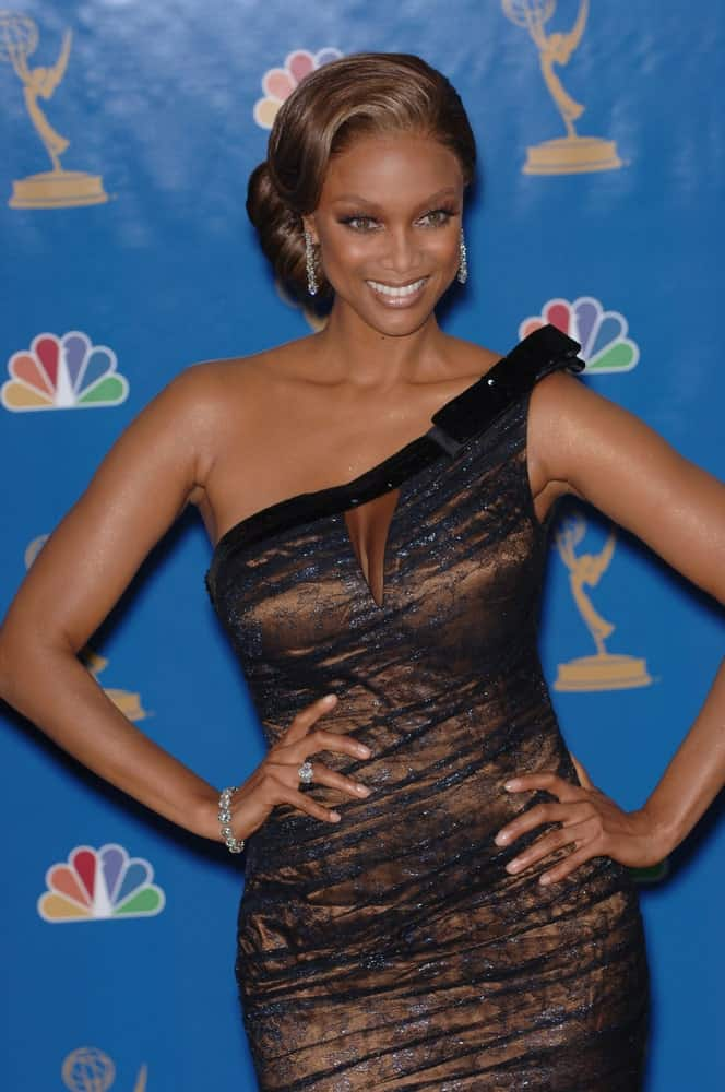 On August 27, 2006, model Tyra Banks wowed everyone with her classic low bun hairstyle and sexy dress at the 2006 Primetime Emmy Awards at the Shrine Auditorium in Los Angeles.