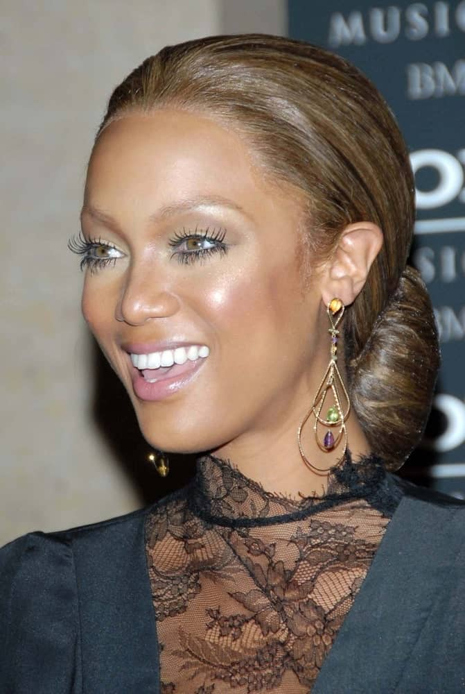 On February 10, 2007, Tyra Banks was quite classy with her slick low bun hairstyle and black dress at the 2007 Clive Davis Pre-Grammy Awards Party in Beverly Hilton Hotel, Beverly Hills.