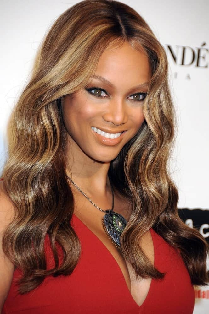 Tyra Banks attended the Keep A Child Alive 5th Annual Black Ball Benefit, Hammerstein Ballroom in New York on November 13, 2008. She wore a beautiful red dress and her hair was a wavy highlighted masterpiece.