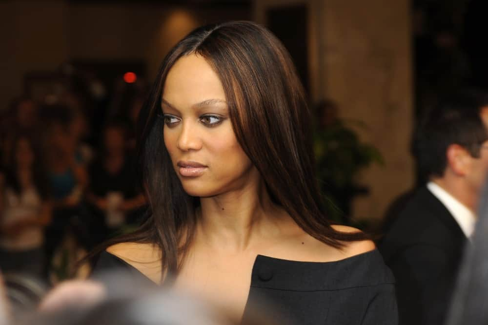 Tyra Banks attended the White House Correspondents Dinner on May 9, 2009, in Washington, DC. She came in a sophisticated black dress that paired quite well with her long and straight highlighted hairstyle.