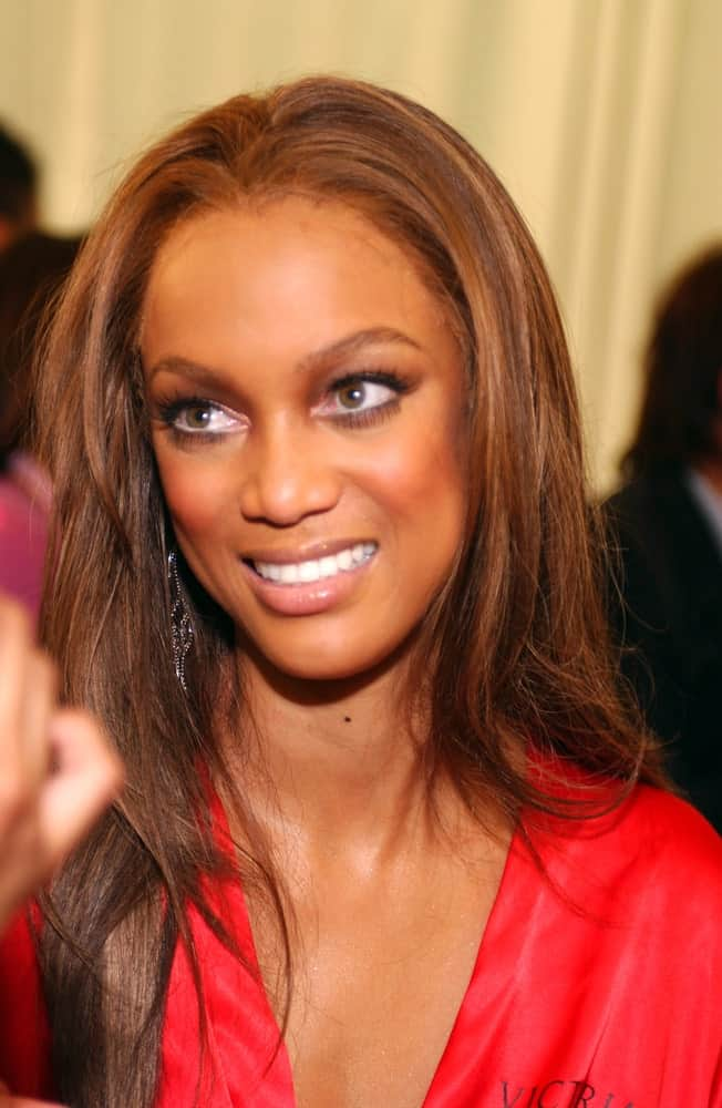 Super model Tyra Banks was backstage during the 2010 Victoria's Secret Fashion Show at the Lexington Armory in New York City. She had a natural makeup that went well with her straight and loose highlighted hairstyle.