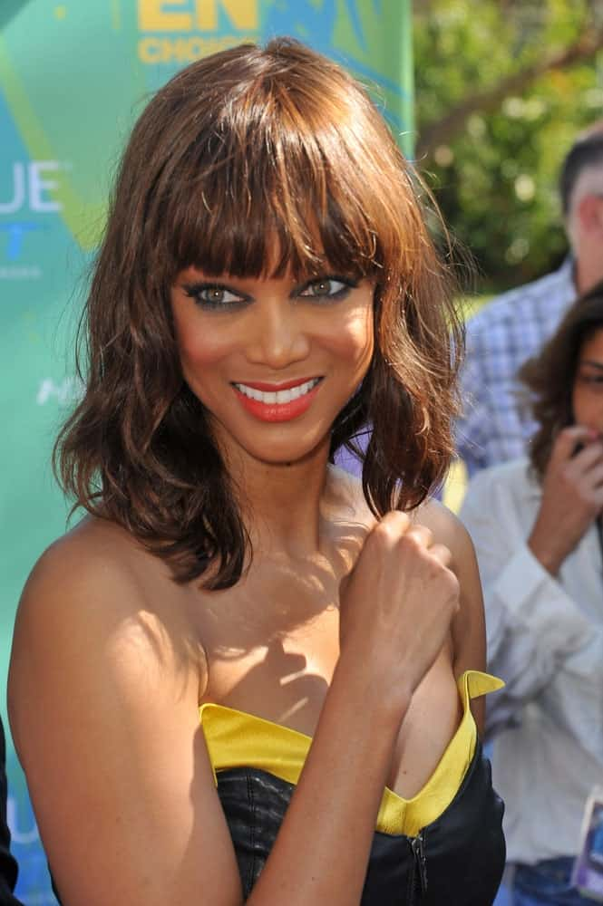 Tyra Banks paired her gorgeous bold makeup with a shoulder-length wavy hairstyle that has blunt eye-skimmer bangs at the 2011 Teen Choice Awards at the Gibson Amphitheatre, Universal Studios, Hollywood on August 7, 2011 in Los Angeles, CA.