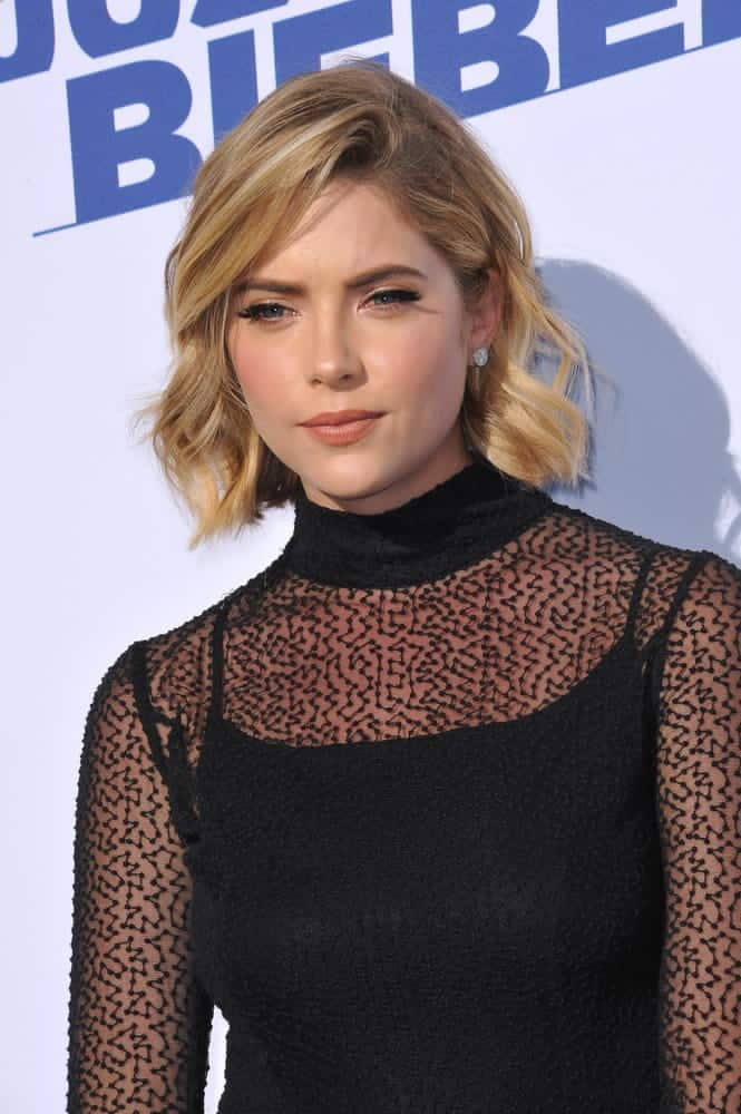 Ashley Benson dazzled up her short blonde hair into a charming wavy bob style at the Comedy Central Roast of Justin Bieber on March 14, 2015.