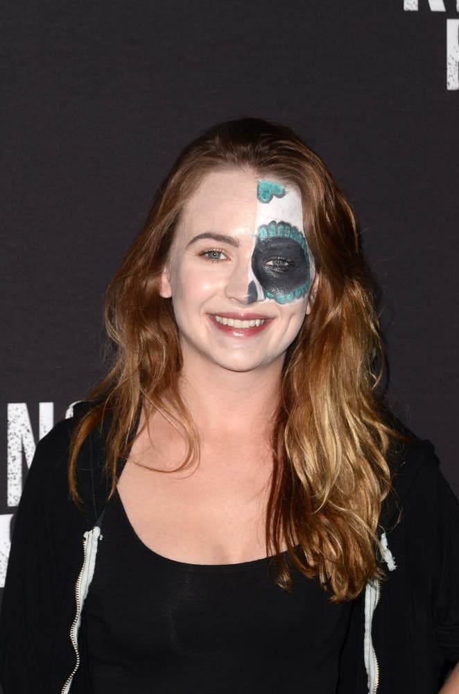 The actress simplifies her look with silky loose waves at the Knott's Scary Farm and Instagram Celebrity Night on September 29, 2017.