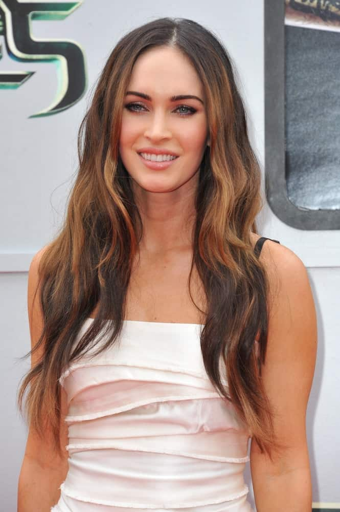 The film star let her highlighted brunette locks tumble down in beachy waves at the premiere of her movie