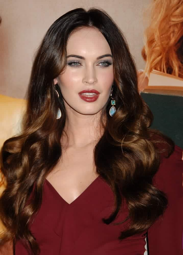 The 31-year-old actress donned a vampy look in luscious big loose waves with a dramatic center part at the This Is 40 World Premiere on December 12, 2012.
