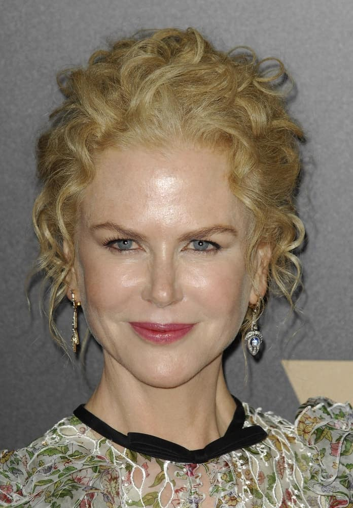 At the 20th Annual Hollywood Film Awards on November 6, 2016, Kidman wore her curls in a loose up-do with a few pieces hanging down.