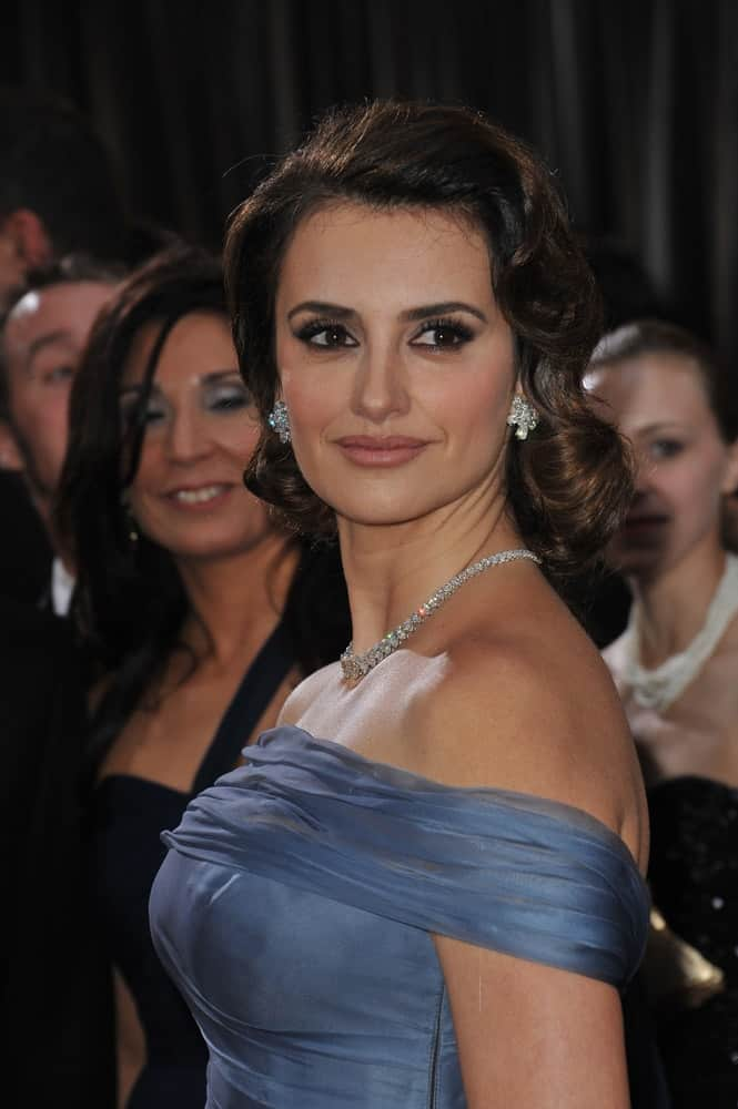This celeb exuded retro glamour in a vintage inspired curls at the 84th Annual Academy Awards on February 26, 2012.