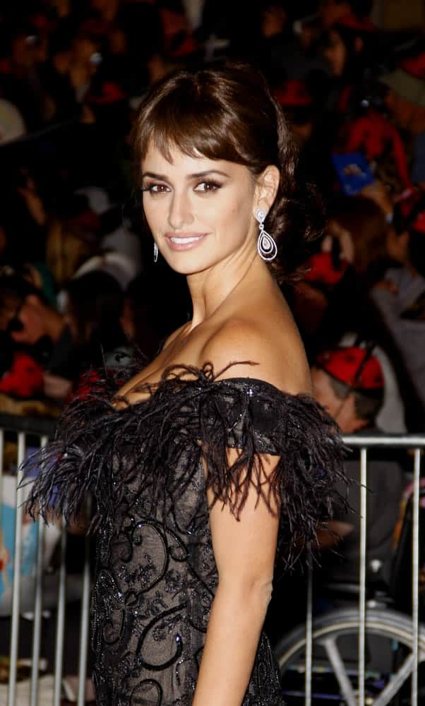The mother-of-two star stuns in a bouncy ponytail with short bangs at the World premiere of