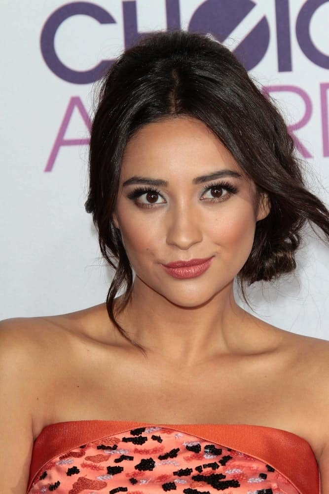 Shay's braided updo is a seriously pretty style that gives the 2013 People's Choice Awards Arrivals a modern refresh on January 9, 2013.