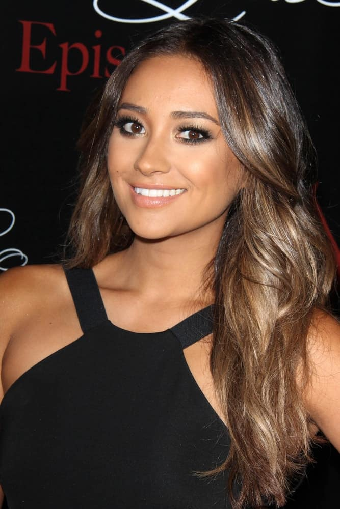 The Canadian beauty wore her long ombre strands in loose beachy waves at the 2014 Teen Choice Awards on August 10, 2014.