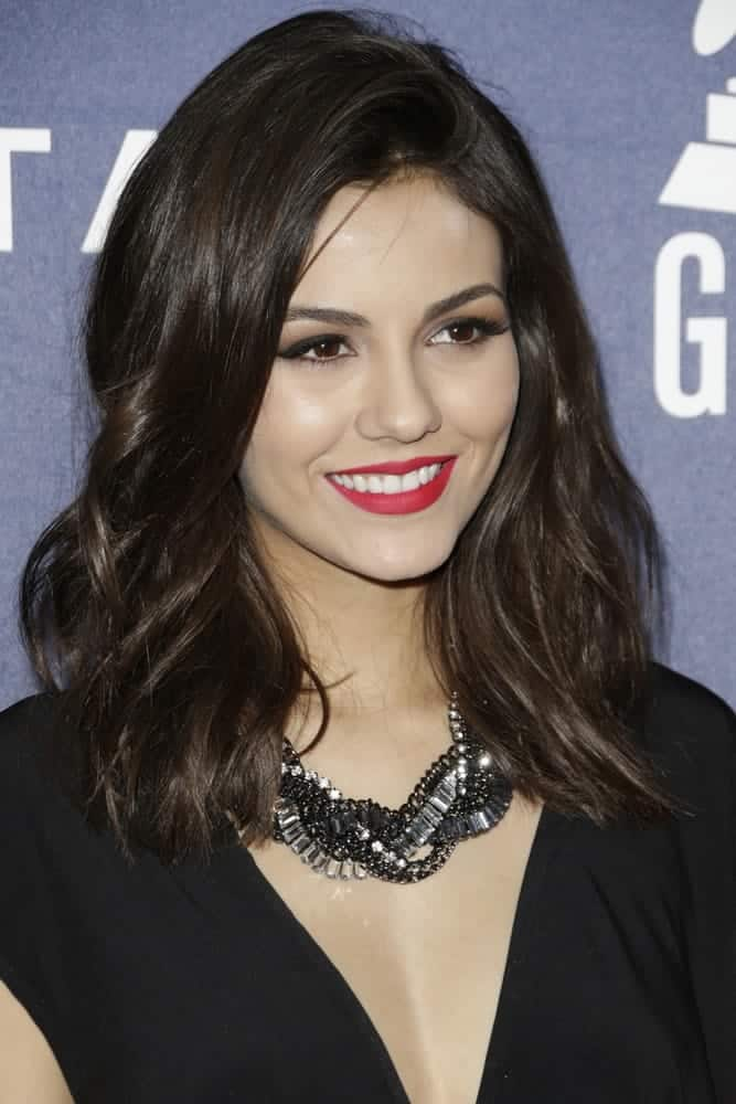 Victoria Justice really suits this shoulder-length loose waves at the Delta Air Lines Toasts 2015 GRAMMYs on February 5, 205.