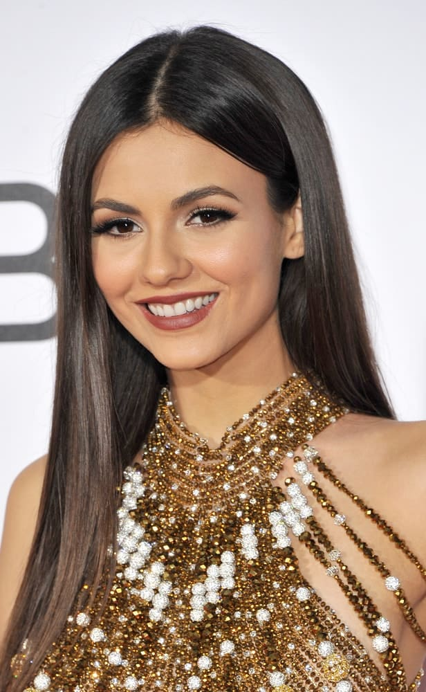Victoria Justice turned heads in a glossy, super-straight hairstyle at the People's Choice Awards 2017 on January 18, 2017.
