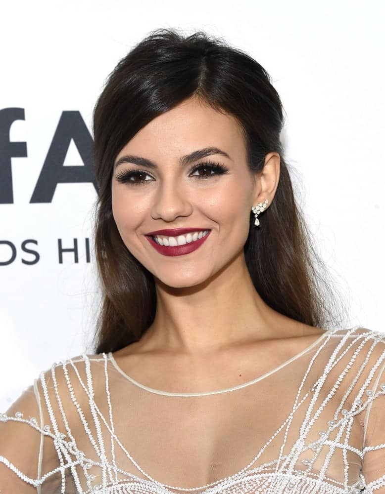 Victoria Justice paired her bold makeup with a half up 'do with side parting as she arrives to the amFAR's Inspiration Gala on October 27, 2016.