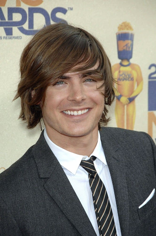 Zac Efron flashes a smile with his long tousled hairstyle at the 2009 MTV Movie Awards.