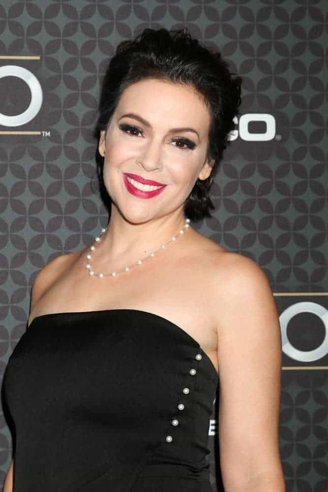 Alyssa Milano definitely wowed the crowd with her sophisticatedly styled loose upstyle locks at the NHL 100 Gala on January 27, 2017.