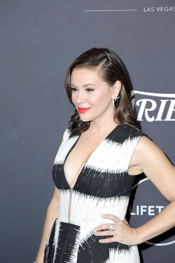 Alyssa Milano looked gorgeous in a deep V-neck dress that she wore during the Variety's Power Of Women: Los Angeles on October 12, 2018. She complemented it with a side-parted hairstyle that's curled at the ends.